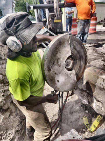 cutting with a hydraulic saw